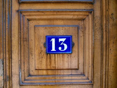Num ro 13 sur porte marron en bois lyon france de bruno for Le numero 13 porte malheur