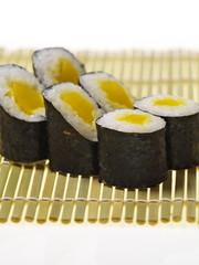 kürbis rolle hoso maki sushis