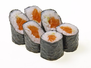 lachs rolle hoso maki sushis