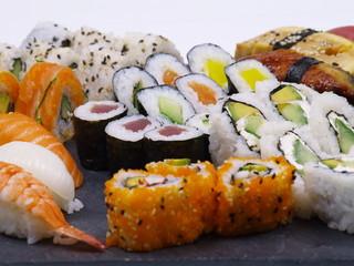 sushi platte japanische häppchen