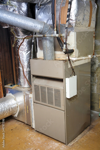 Old and dirty gas furnace - 4797398