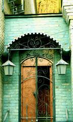 door & lanterns