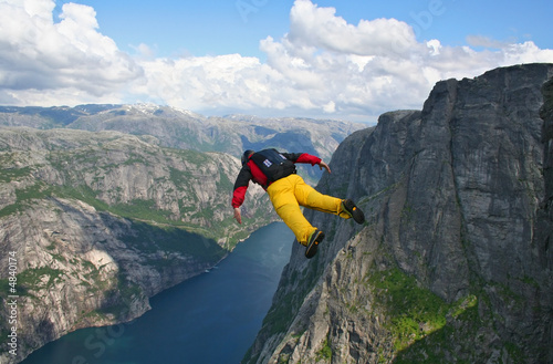 Foto op Aluminium Luchtsport base-jumper falling from cliff down to the fjord