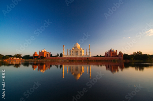 Zdjęcia na płótnie, fototapety, obrazy : Taj Mahal reflected in river