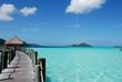 Ponte sul mare blu