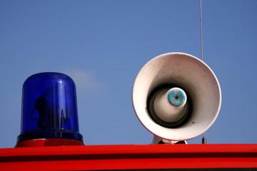 Martinshorn mit Blaulicht