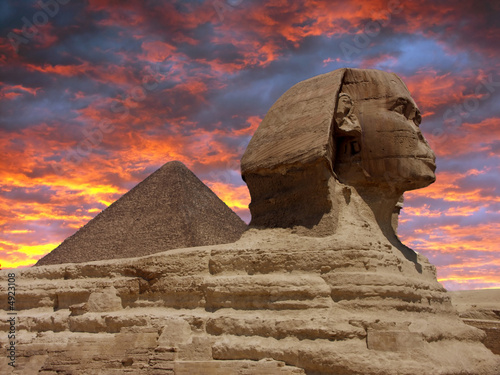 Fotobehang Egypte Pyramid and Sphinx at Giza, Cairo