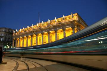 tramway dans la nuit