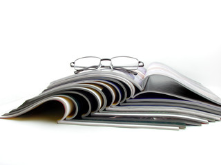 Glasses & magazines