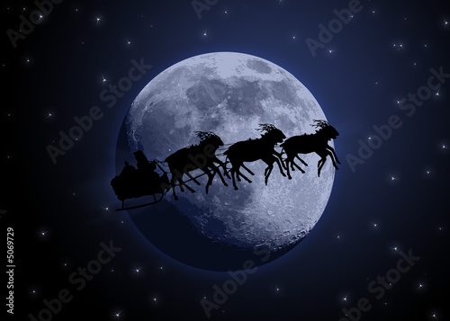 pere noel et son traineau de rennes devant la lune photo libre de droits sur la banque d. Black Bedroom Furniture Sets. Home Design Ideas