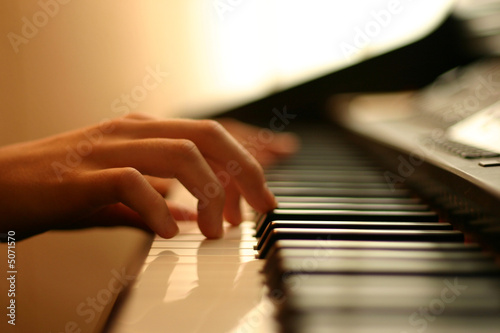 gentle piano music - 5071570