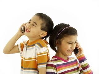 kids beim telefonieren