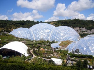 The Eden Project = Biodomes