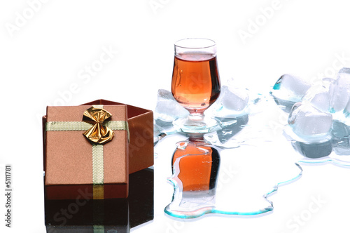 gold alcohol drink and present with ice