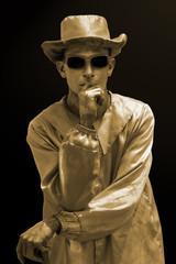 Hombre estatua viviente dorada
