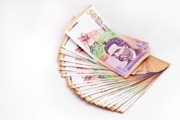 billetes de cincuenta mil pesos