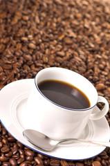 kaffeebohnen und kaffee