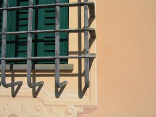 finestra con sbarre