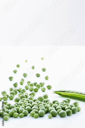 Group of loose peas with empty pea pod, close-up
