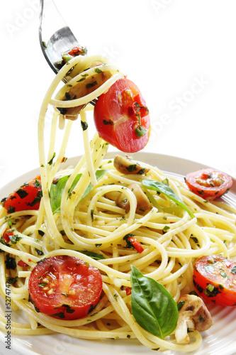 Pesto i pomidorowy spaghetti