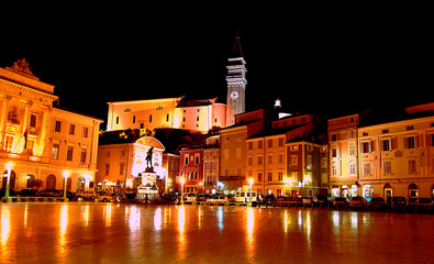 Piran Trtini square by night