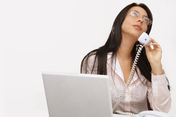 Secretaria sexy con con telefono 2