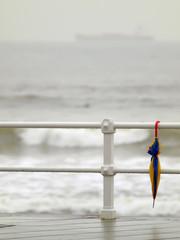 Paraguas, barandilla y buque