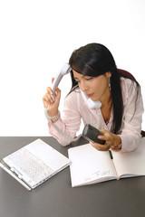 Secretaria sexy contestando varios telefonos