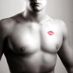 dorso nudo con bacio