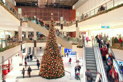 Giant Christmas tree in shopping mall - 5452539