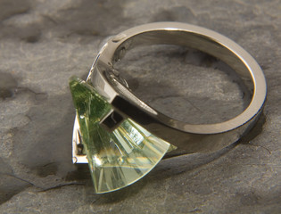 damp lighthouse cut peridot set in white gold