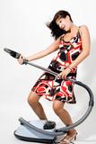Fototapety Frau spielt mit Staubsauger als Gitarre