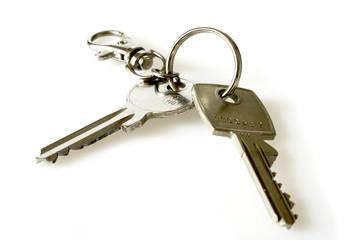 Zwei Schlüssel an einem Schlüsselbund.