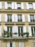 Façade aux volets blancs ouverts, quartier latin, Paris poster