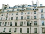 Façades de pierre blanche avec statues, quartier latin, Paris poster