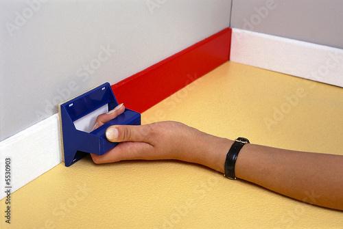peinture de plinthe photo libre de droits sur la banque. Black Bedroom Furniture Sets. Home Design Ideas