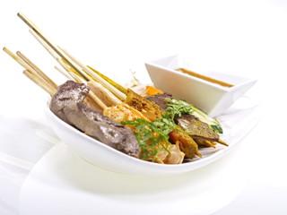 malaysische rind, hühnchen und shrimp satays