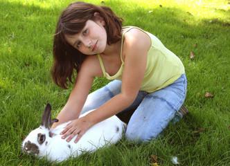 Kind mit Osterhasen
