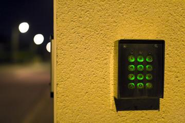 digicode de maison alarme la nuit sécurité surveillance