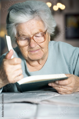 Senior woman in her nineties reading a book