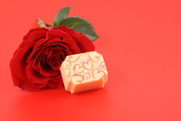praline - shape of heart and red rose