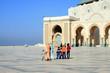 Famille musulmane à la mosquée Hassan II à Casablanca