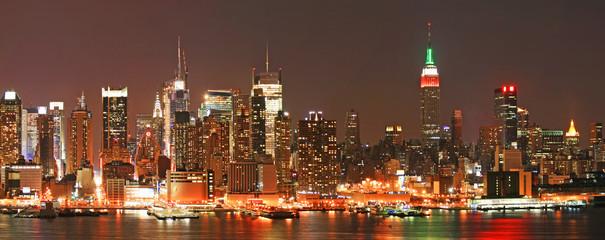 Manhattan panaroma skyline at Christmas Eve