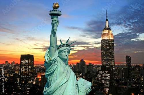 Poster Historisch mon. The Statue of Liberty and New York City skyline