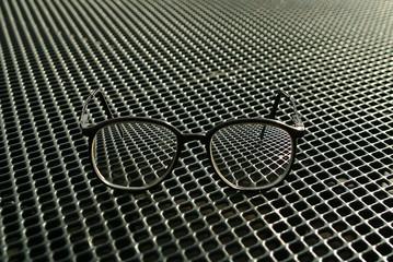 Brille auf Rost