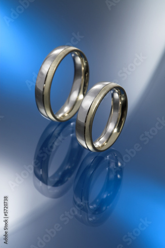 colour combinated wedding ring pair