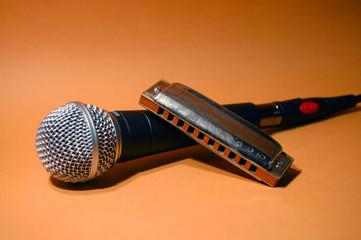 Microfono e armonica
