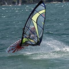 Surfer im Gardasee