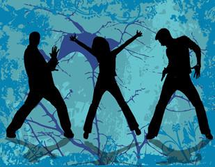 femme dansant avec deux hommes