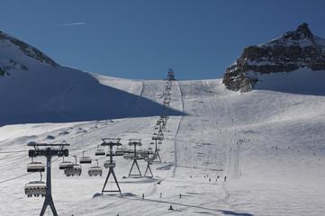 Skilift und Skipiste